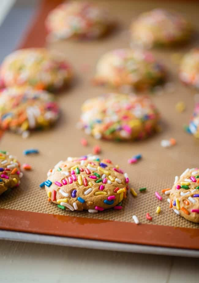 Funfetti Protein Cookies - These quick and easy cookies taste just like funfetti cake! You'll never know they're a healthy, protein-packed and gluten free treat for under 90 calories and 3 SmartPoints!   Foodfaithfitness.com   @FoodFaithFit