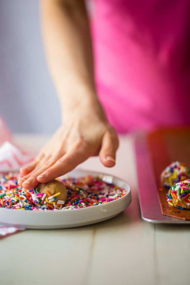 Funfetti Protein Cookie Recipe - These quick and easy cookies taste just like funfetti cake! You'll never know they're a healthy, protein-packed and gluten free treat for under 90 calories and 3 SmartPoints!   Foodfaithfitness.com   @FoodFaithFit