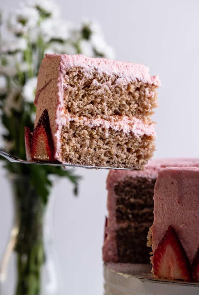 Vegan Strawberry Cake pic 690x1024 1