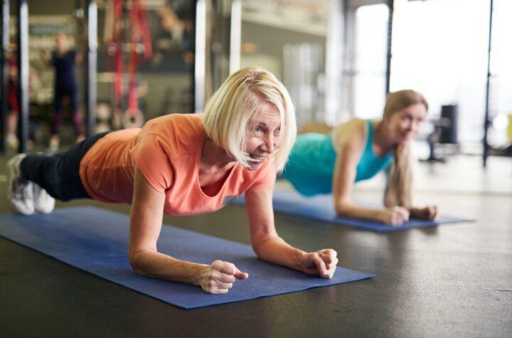 mature woman exercize planks gym